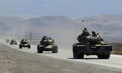 Đoàn xe tăng Thổ Nhĩ Kỳ tiến vào Syria hồi cuối năm 2017. Ảnh: Al Masdar.