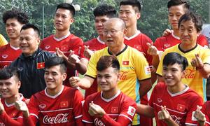 Đội tuyển Việt Nam gửi lời chúc Tết các chiến sĩ Trường Sa