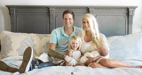 Brian Kolfage cùng vợ và các con. Ảnh: Facebook.