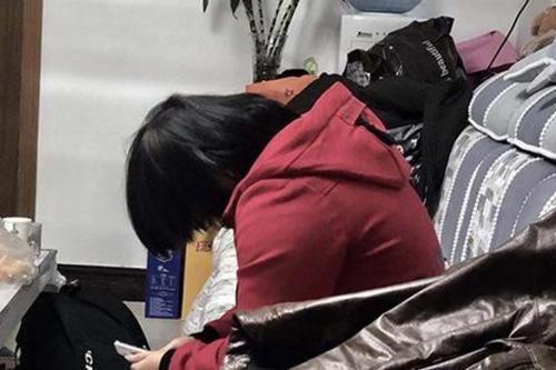 Cô gái bị bắt làm nô lệ tình dục cho hai cha con suốt 6 năm ở tỉnh Hà Nam, Trung Quốc. Ảnh: Weibo.