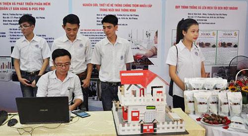 Sản phẩm của Đại học Hải Phòng giới thiệu tại triển lãm.