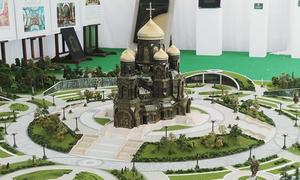 Nga lấy xác xe tăng phát xít Đức đúc bậc thềm nhà thờ quân đội