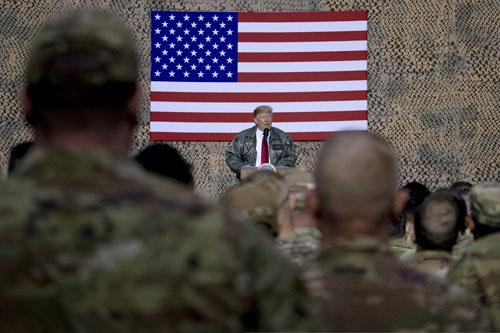 Trump phát biểu trước các lính Mỹ đồn trú ở Iraq hôm 26/12. Ảnh: Reuters.