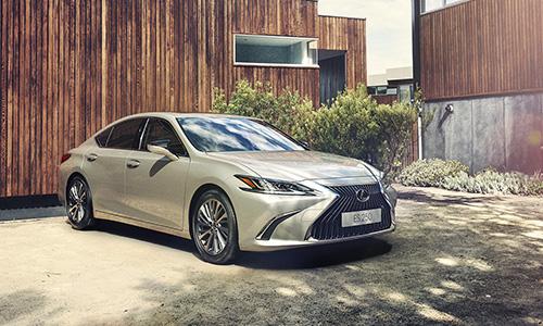 Lexus ES 250 2019 thay đổi nhiều ở diện mạo so với phiên bản cũ.