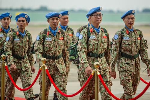 Thành viên bệnh viện dã chiến cấp 2 số 1 của Việt Nam trong ngày lên đường sang làm nhiệm vụ tại phái bộ Liên hợp quốc tại Nam Sudan. Ảnh: Thành Nguyễn