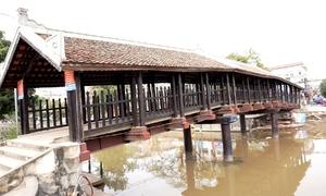 Cầu ngói 116 tuổi ở Ninh Bình