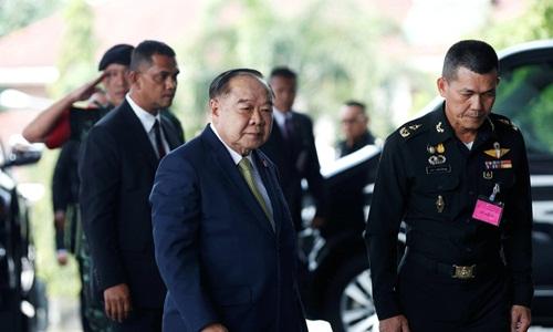 Phó thủ tướng Thái Lan Prawit Wongsuwon (giữa). Ảnh: Reuters.