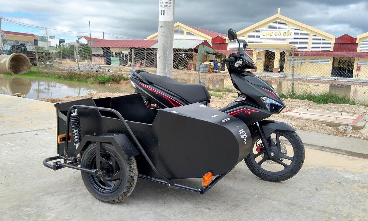 Thợ Việt chế thùng chở xe lăn cho Honda Air Blade