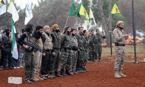 Các tay súng thuộc lực lượng SDF. Ảnh: AFP.