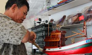 Hàng trăm mô hình xe tăng, tàu sông của lão nông miền Tây