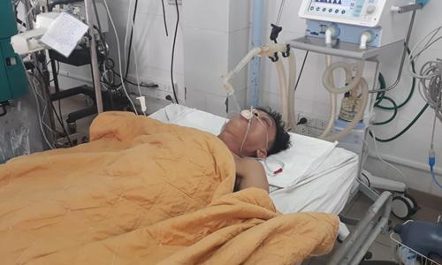 Ông Nhật vẫn đang điều trị tại Bệnh viện đa khoa tỉnh Quảng Trị. Ảnh: Hoàng Táo