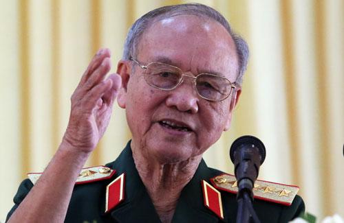 Đại tướng Phạm Văn Trà phát biểu tham luận. Ảnh: Phước Tuấn.