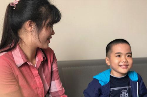 Cháu Ly Chương Bình và mẹ đẻ. Ảnh chụp chiều 27/12. Ảnh: BN.