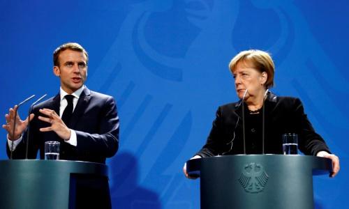 Thủ tướng Đức Merkel, phải và Tổng thống Pháp Macron, trái. Ảnh: Reuters.