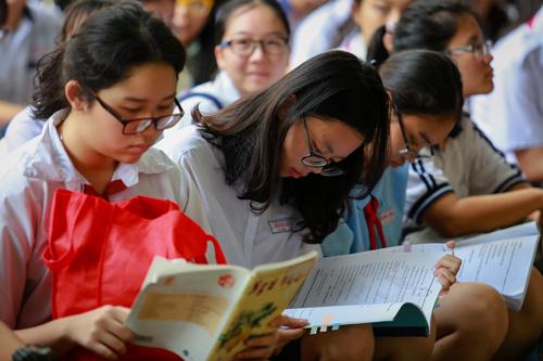 Thí sinh ôn luyện môn Ngữ văn trước kỳ thi vào lớp 10 ở TP HCM. Ảnh: Thành Nguyễn
