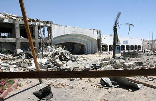 Khách sạn tan hoang sau vụ đánh bom ở Sharm el-Sheikh năm 2005. Ảnh : AFP.