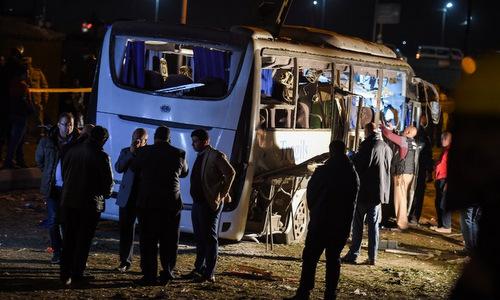 Hiện trường vụ đánh bom xe chở du khách Việt hôm 28/12. Ảnh: AFP.