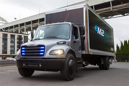 Freightliner eM2 sẽ bán ra từ 2021.