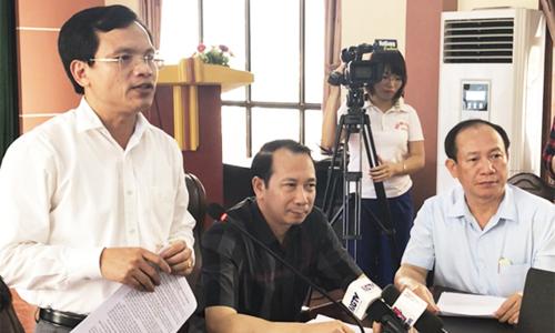 Ông Mai Văn Trinh (trái), ông Trần Đức Quý (áo sẫm) chủ trì cuộc họp báo. Ảnh: Dương Tâm