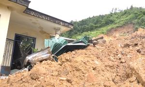 3 người bị bêtông đè tử vong trong trận sạt lở ở Khánh Hòa
