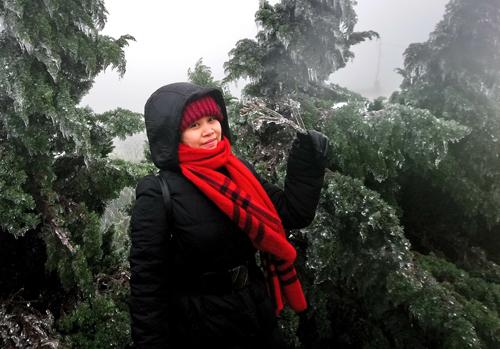 Du khách lên ngắm băng ở Mẫu Sơn sáng 30/12. Ảnh: Hoàng Huy