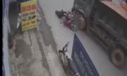 Qua đường kiểu 'cảm tử', người đàn ông bị xe tải tông văng