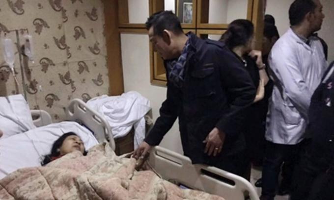 Đại sứ Việt Nam thăm du khách bị thương sau vụ đánh bom xe tại bệnh viện ở Cairo, Ai Cập. Ảnh: AP.