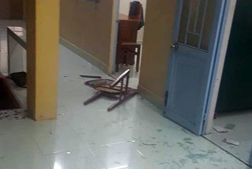 Hiện trường trụ sở Ban chỉ huy quân sự xã Long An bị nhóm thanh niên đập phá. Ảnh: Vĩnh Nam