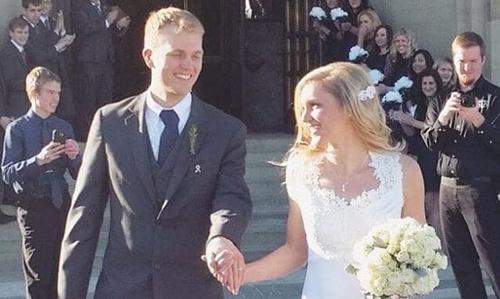 Jenna và Joe Jonaitis tại đám cưới ở nhà thờSaint Andrew ởGrand Rapids, bang Michigan. Ảnh: Washington Post.