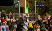 Thị trấn Mỹ thả dưa chuột muối trong nghi lễ đếm ngược đón năm mới