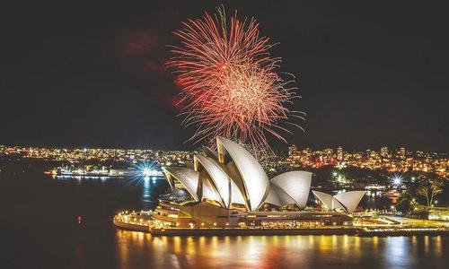 Màn trình diễn pháo hoa tại Sydney trong đêm giao thừa 2018. Ảnh: AFP.