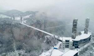 Cầu kính cao nhất thế giới ngừng hoạt động do băng tuyết