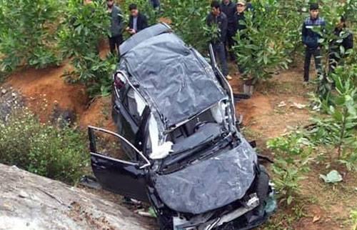 Chiếc xe 7 chỗ bị biến dạng sau tai nạn. Ảnh: Vân Anh Đỗ.