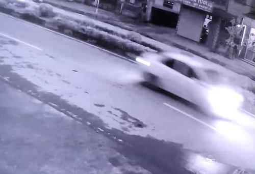 Đặc điểm chiếc xe nghi vấn gây tai nạn được một camera an ninh ghi lại. Ảnh: Công an cung cấp.