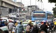 Người dân đổ về thủ đô, nhiều nhà xe tự ý tăng giá vé