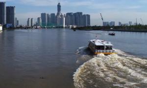 Buýt đường sông Sài Gòn nhộn nhịp trong ngày đầu năm