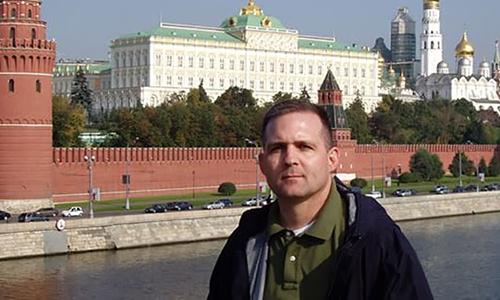 Ảnh chụp Paul Whelan trước Đại Cung điện Kremlin, Moksva năm 2007. Ảnh: US Marines.