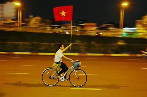 Hình ảnh tuyệt đẹp trong ngày mừng chiến thắng lịch sử của bóng đá Việt Nam.