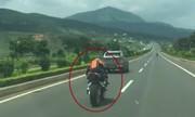 Biker CBR 1000 phóng bạt mạng trên cao tá»c Äi Äà Lạt