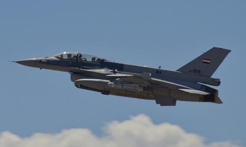 Tiêm kích F-16 Iraq xuất kích làm nhiệm vụ tấn công IS. Ảnh: AFP.