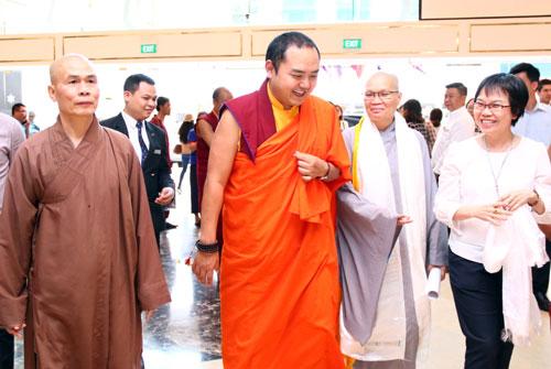 Đức Nhiếp chính vương Gyalwa Dokhampa đến TP HCM ngày 31/12/2018. Ảnh: Đức Tâm.