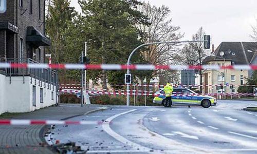 Cảnh sát phong tỏa hiện trường vụ lao xe vào đám đông ở thị trấn Bottrop, phía tây bắc nước Đức. Ảnh: AP.