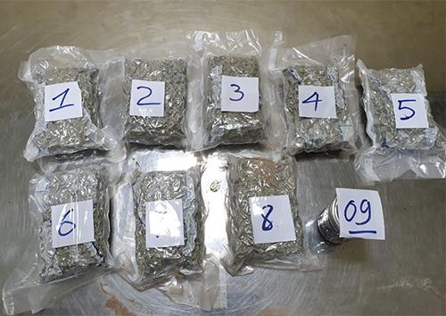 Hơn 2kg ma tuý bị Hải quan phát hiện trong thùng quà từ Mỹ. Ãnh: Hải Quan.