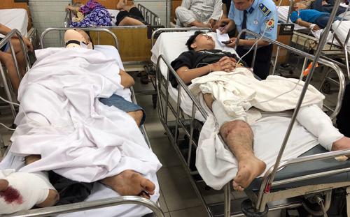 Các nạn nhân bị thương nặng đang cấp cứu tại Bệnh viện Chợ Rẫy (TP HCM). Ảnh: Đức Huy.
