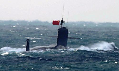 Tàu ngầm Trung Quốc chuẩn bị lặn xuống biển hồi năm 2017. Ảnh: SCMP.