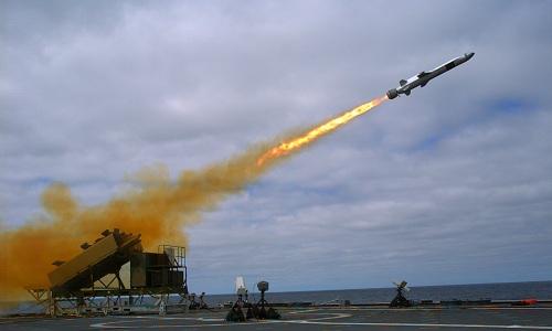Tên lửa diệt hạm Harpoon của Mỹ khai hỏa trong một cuộc diễn tập. Ảnh: