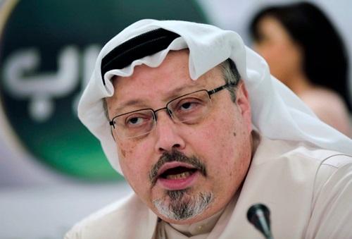 Nhà báo Jamal Khashoggi phát biểu trong một cuộc họp báo ở Bahrain năm 2014. Ảnh: AP.