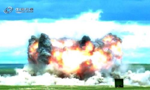 Vụ nổ so bom tạo ra trên mặt đất. Ảnh: Global Times.