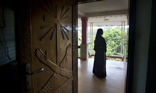 Một nữ tu tại nhà thờ Trái tim Tinh khiết của Đức Mẹ Mary ởKottayam, bang miền nam Kerala, Ấn Độ. Ảnh: AP.