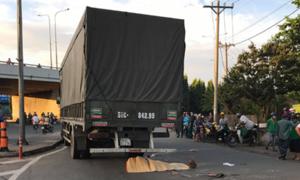 Thai phụ bị kéo lê dưới gầm ôtô tải ở Sài Gòn